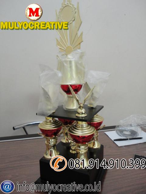 Piala trophy (2)