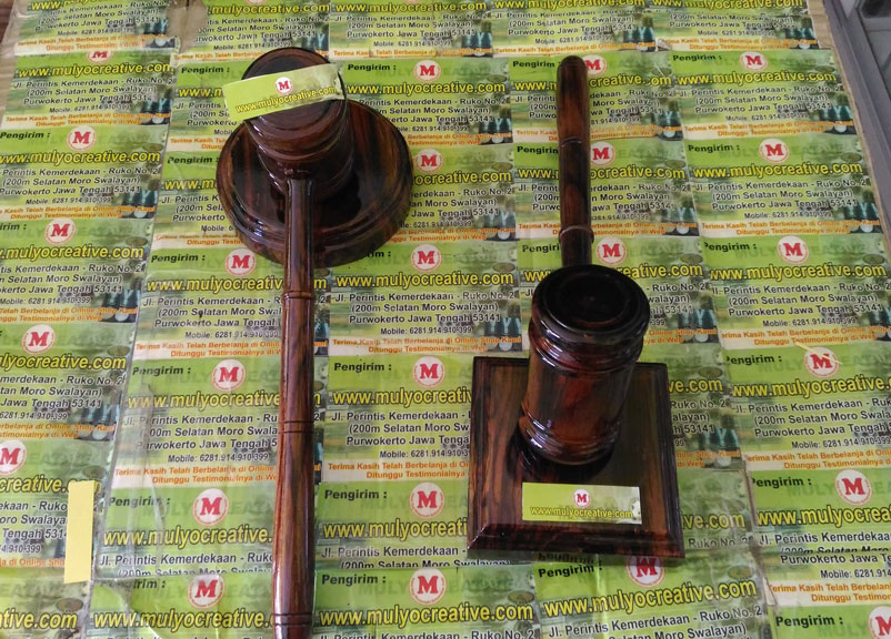 Palu Kayu Sidang + Bantalan untuk hakim (pengadilan)