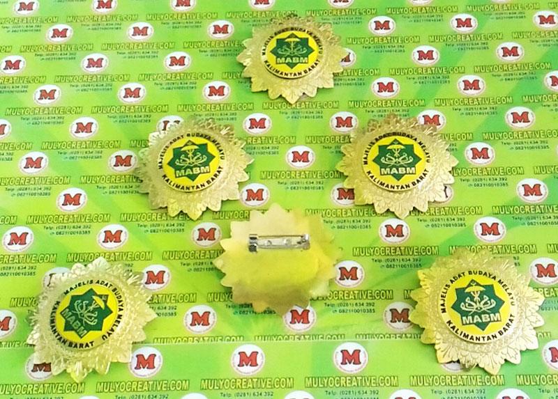 Cari Pin Lencana Logo Majelis Adat Budaya Melayu Kalimantan Barat