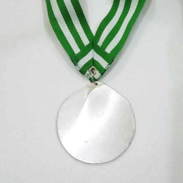 Medali murah tampak belakang. Desain sesuai dengan keinginan anda