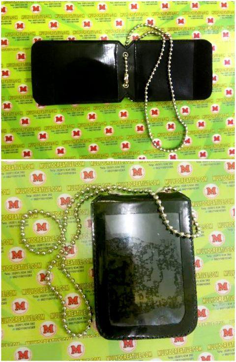 Dompet kalung lencana