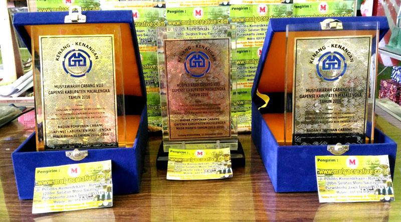 Piagam/ Plakat Akrilik untuk Penghargaan.