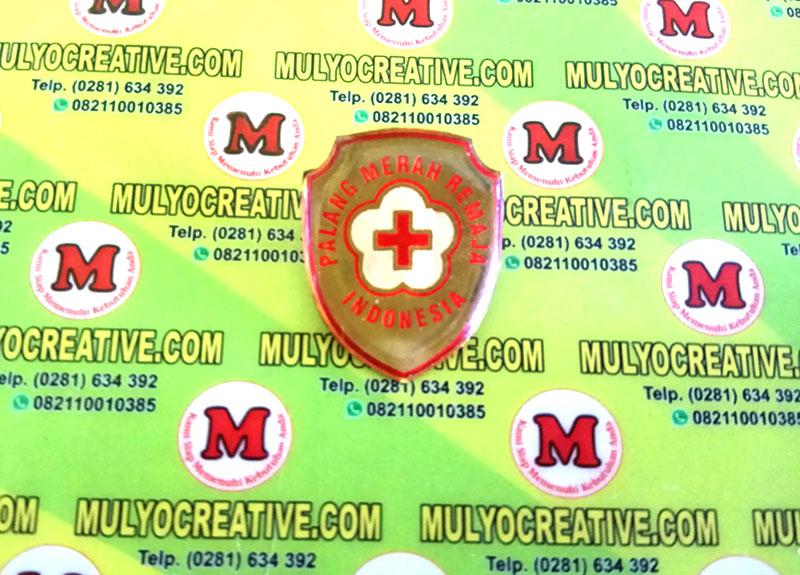 Pin PMI dengan bentuk desain perisai, pengait peniti