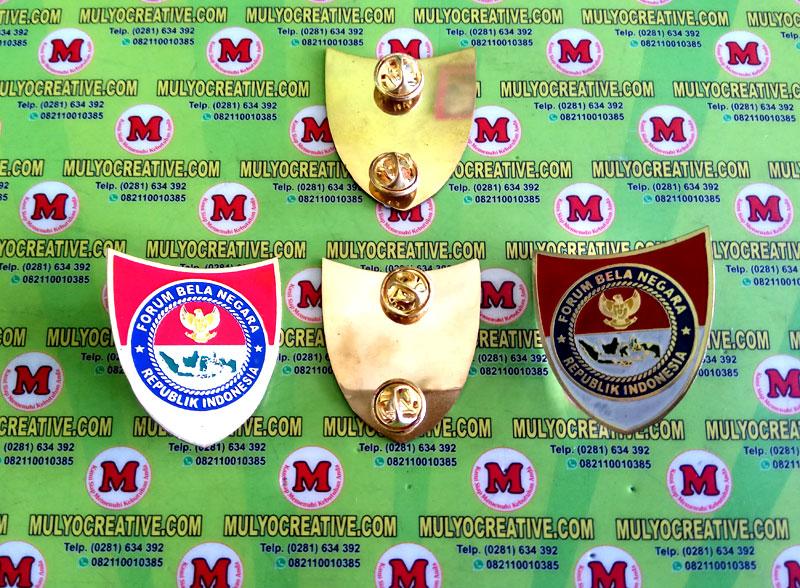 Pin Forum Bela Negara Indonesia, Terbuat dari bahan logam kuningan dengan pengait model Jepit Paku